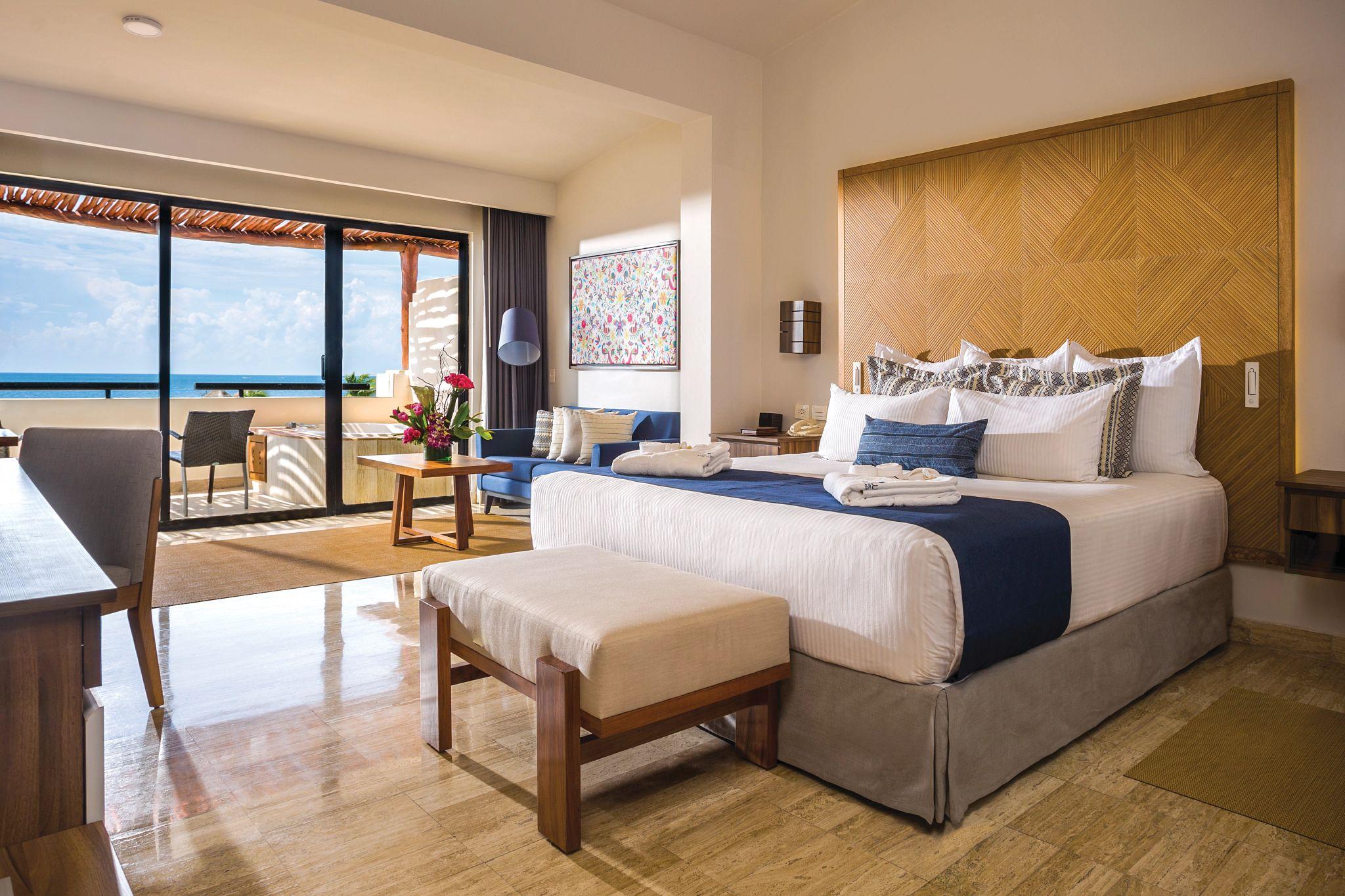 King bed hotel room overlooking the ocean