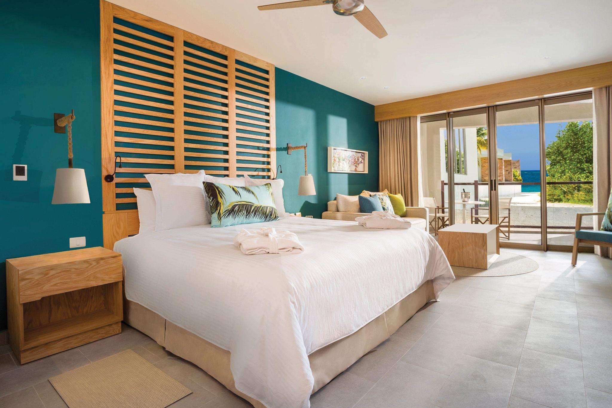 single bedroom suite with partial ocean view